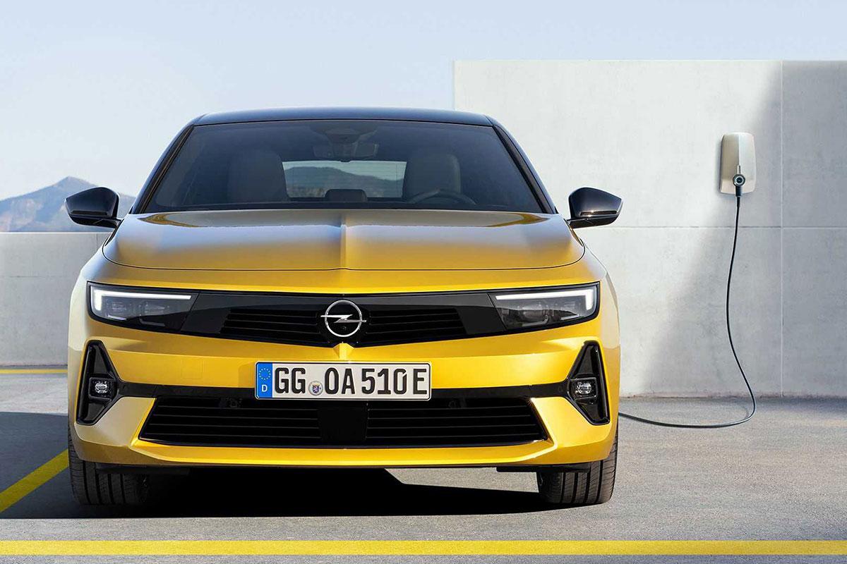 Photos La marque Allemande réinvente son style et sa personnalité avec son nouveau véhicule Opel Astra