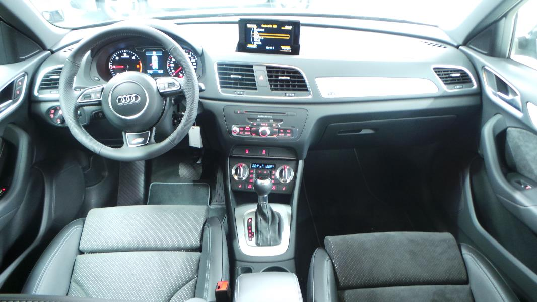 Audi q3 2 0 tdi 177ch s line quattro s tronic occasion for Interieur q3 s line