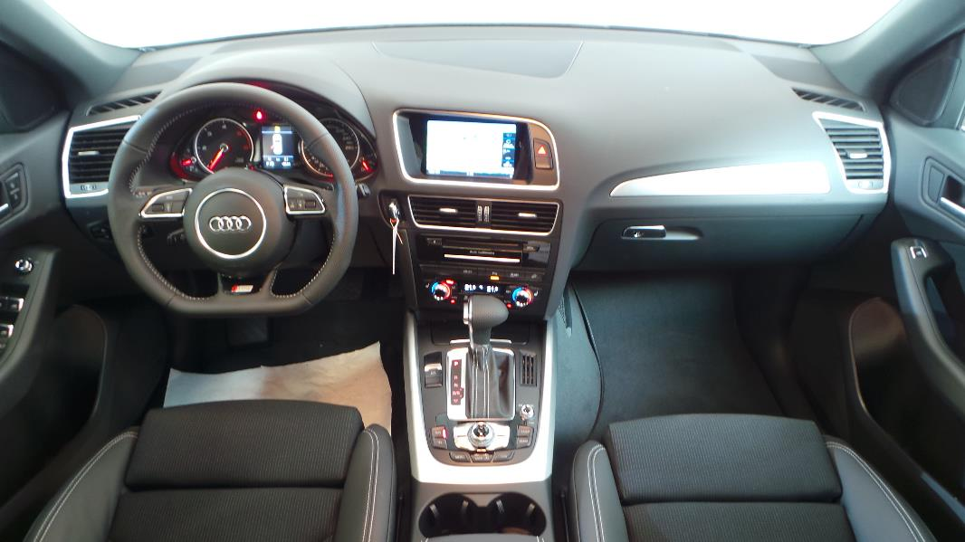 Audi q5 2 0 tdi 190 clean diesel s line quattro s tronic7 for Interieur q5