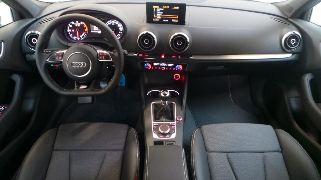 Audi a3 sportback 1 4 tfsi 125 s line occasion lyon for Interieur audi a3 2000