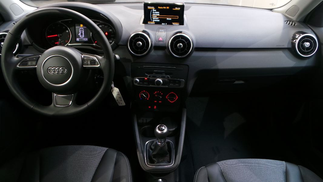 Audi a1 sportback 1 0 tfsi 95 ultra ambiente occasion for Audi a1 sportback interieur