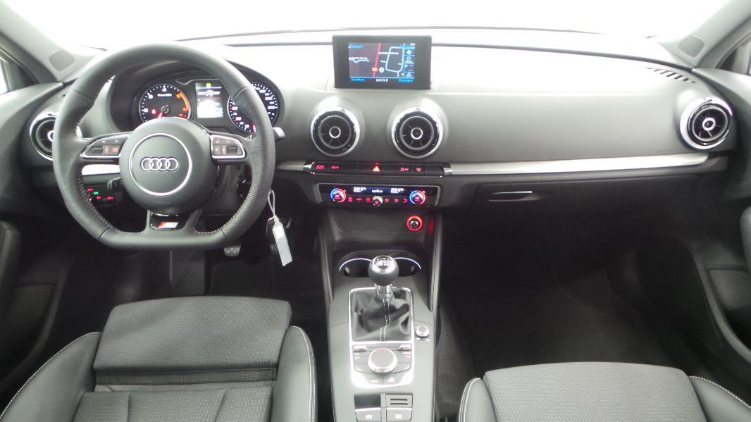 Audi a3 sportback 2 0 tdi 150ch fap s line occasion for Interieur q3 s line