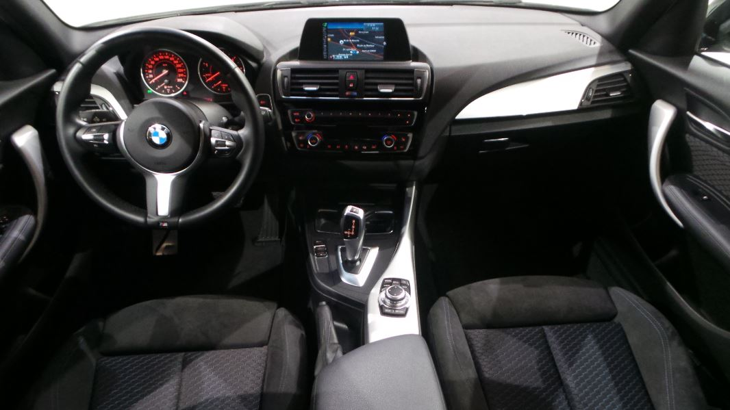 Interieur bmw serie 1 photo bmw serie 1 m safety car for Serie 1 interieur