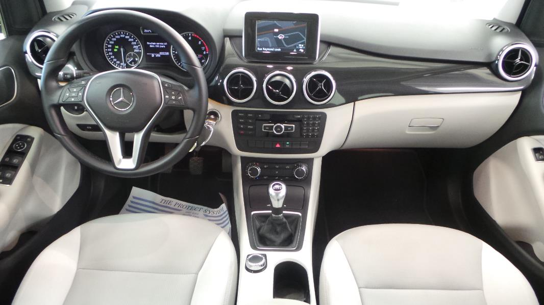 Mercedes classe b w246 180 cdi design occasion for Mercedes classe r interieur