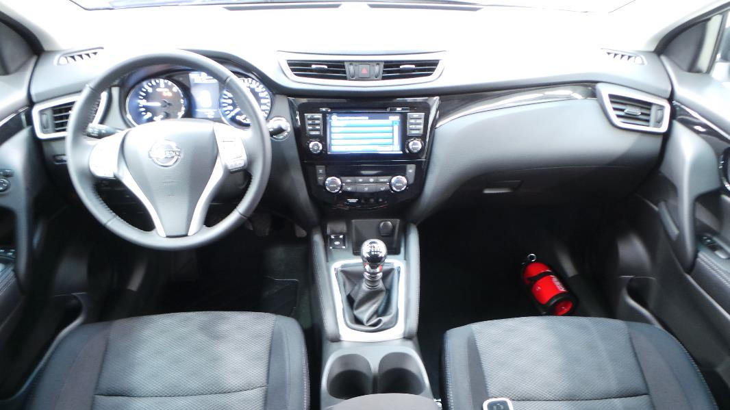 Nissan qashqai 1 5 dci 110ch connect edition occasion for Interieur qashqai 2015