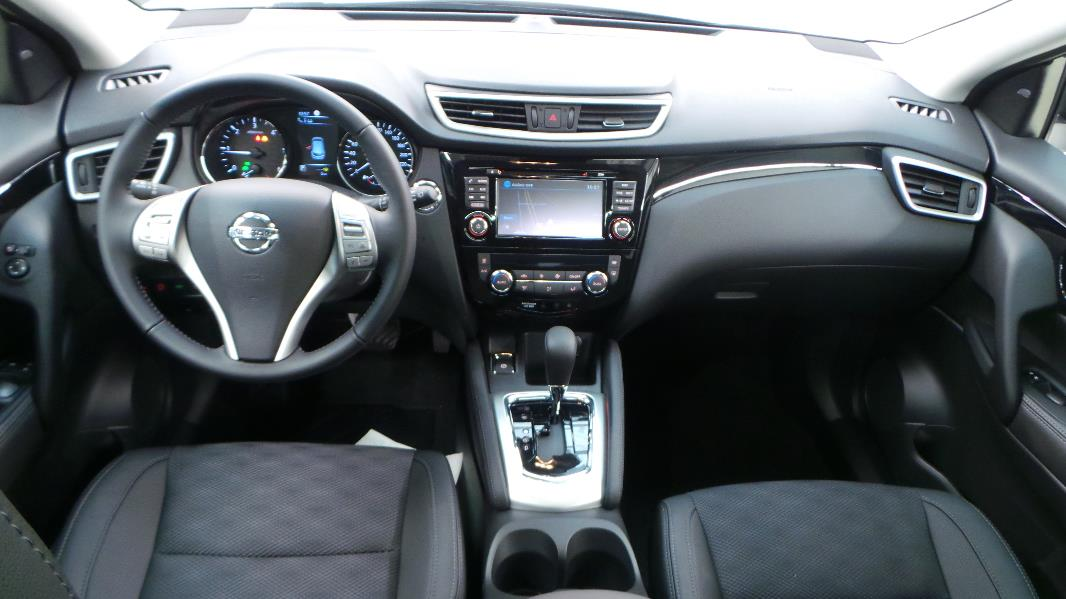 Nissan qashqai vs peugeot 3008 le choix corn lien of for Interieur qashqai 2015