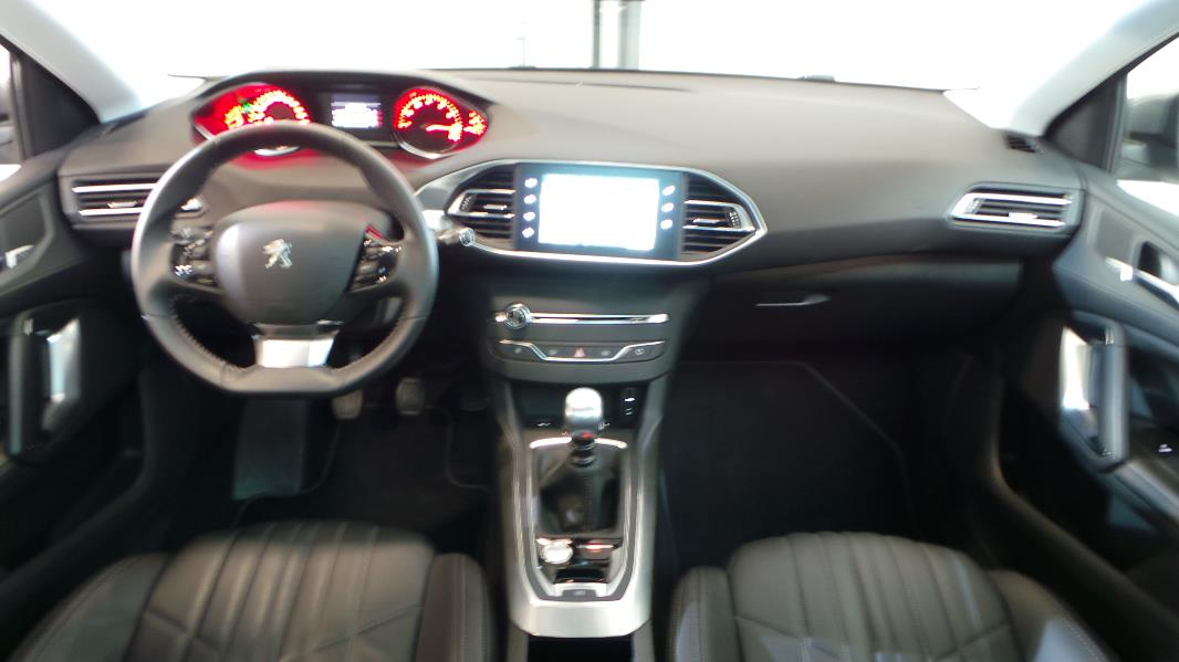 Peugeot 308 sw 1 2 puretech 130ch feline s s occasion for Interieur peugeot 308