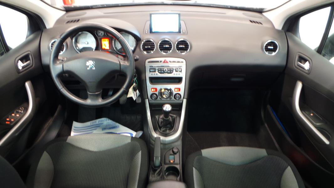 Peugeot 308 sw 1 6 hdi92 fap active occasion lyon for Interieur peugeot 308