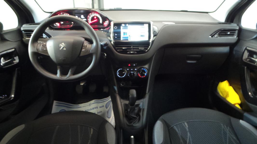 Peugeot 208 1 2 vti active 3p occasion lyon neuville sur for Interieur 208