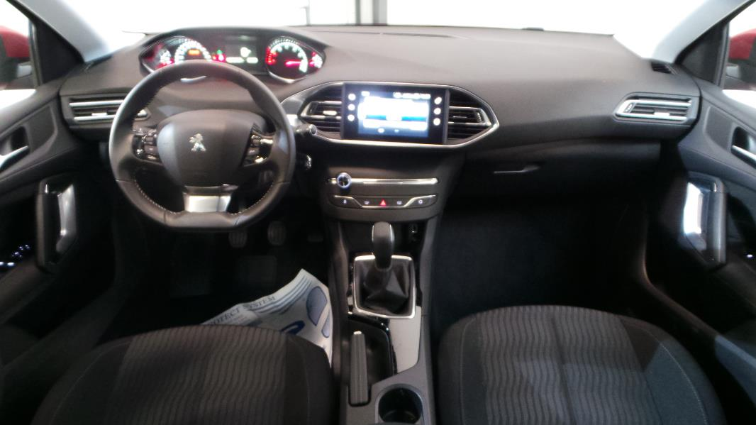 Peugeot 308 1 2 vti 82ch active 5p occasion lyon for Interieur peugeot 308