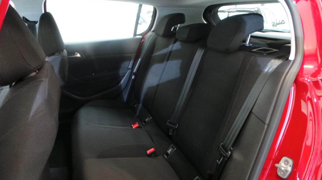 Peugeot 308 1 2 vti 82ch active 5p occasion lyon for Garage peugeot lyon 5