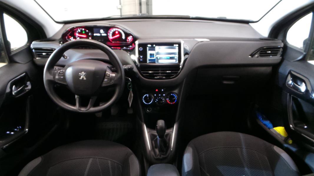 Peugeot 208 1 6 e hdi fap active 5p occasion lyon for Interieur peugeot 208