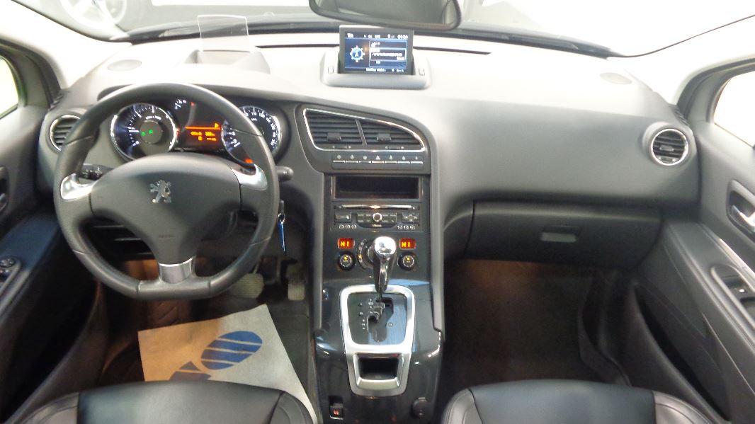 Peugeot 5008 2 0 hdi163 fap allure ba 5pl occasion lyon for Interieur 5008 peugeot