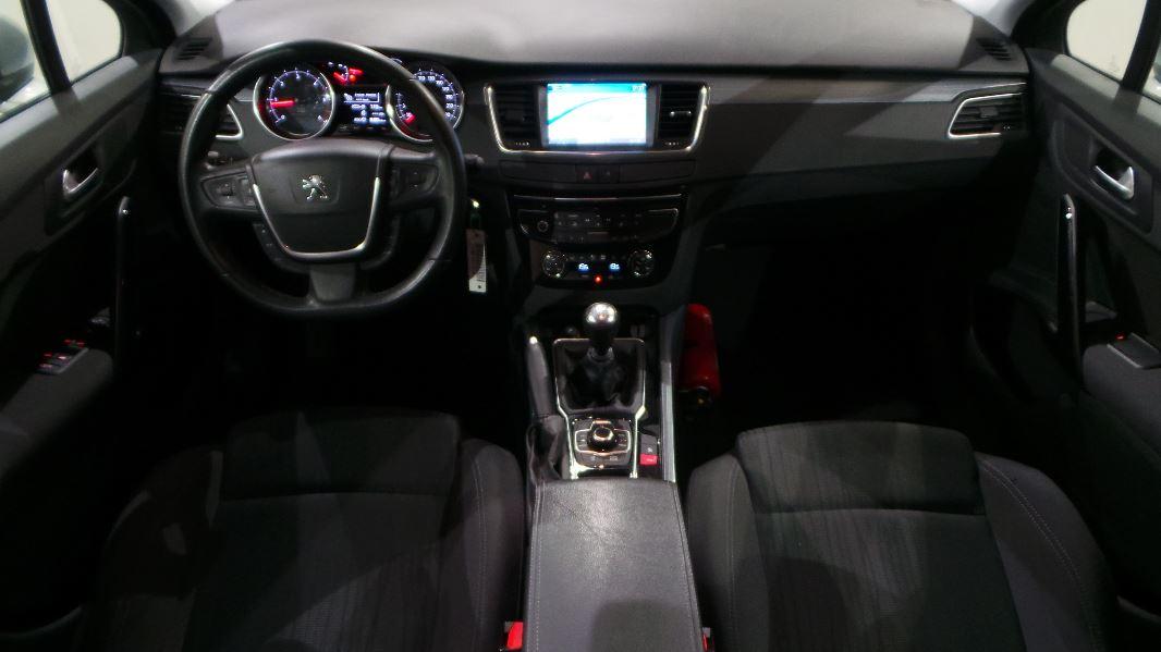 Peugeot 508 sw 1 6 e hdi 115ch fap active occasion lyon for Interieur 508 sw