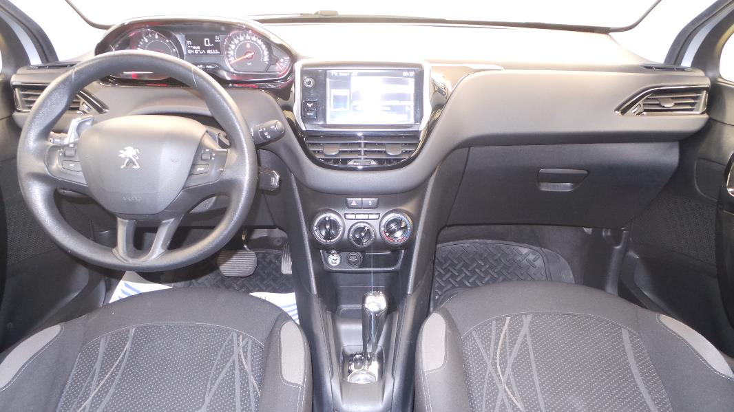 Peugeot 208 1 4 e hdi fap active bmp5 5p occasion for Interieur peugeot 208