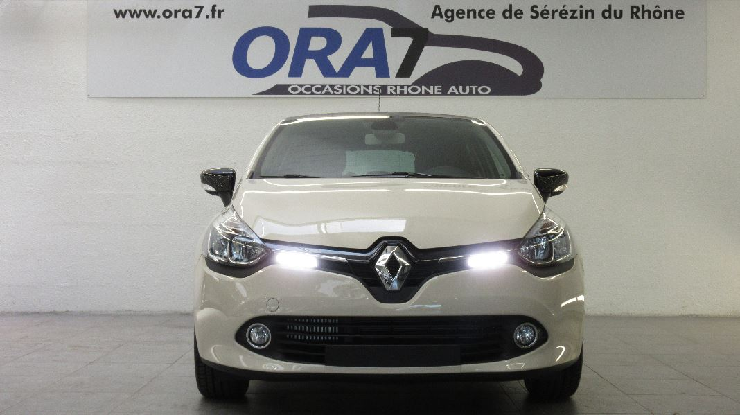 renault clio 4 tce 90 e6 iconic 2015 5p occasion lyon s r zin rh ne ora7. Black Bedroom Furniture Sets. Home Design Ideas