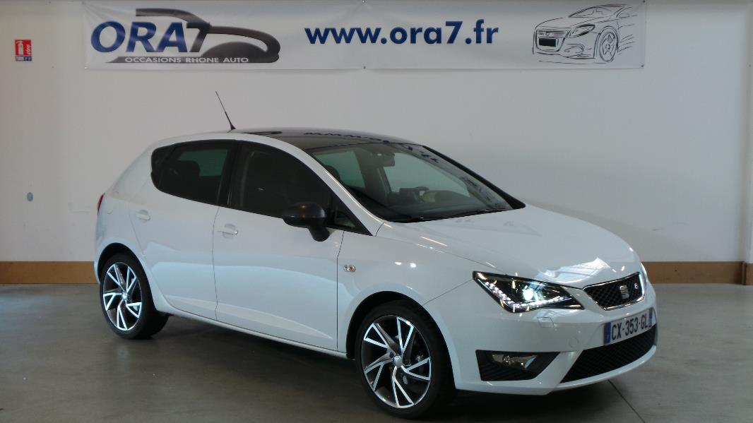 seat ibiza 1 6 tdi 90 black white 5p occasion lyon neuville sur sa ne rh ne ora7. Black Bedroom Furniture Sets. Home Design Ideas
