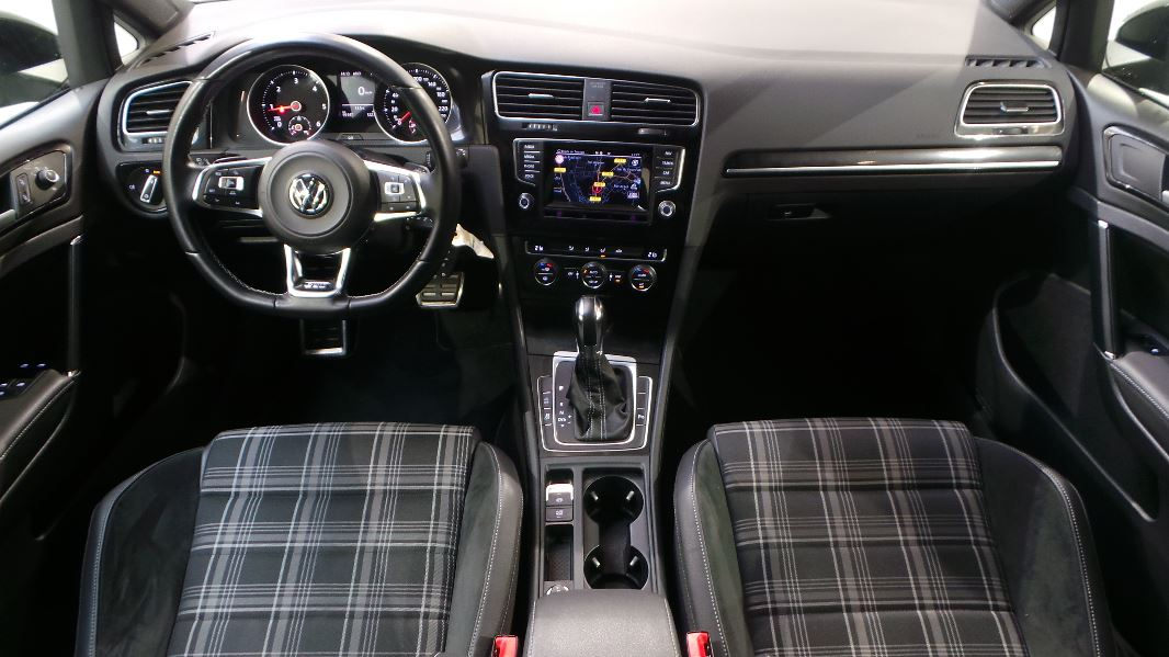 Volkswagen golf 7 2 0 tdi 184 fap bluemotion technology for Interieur golf 7